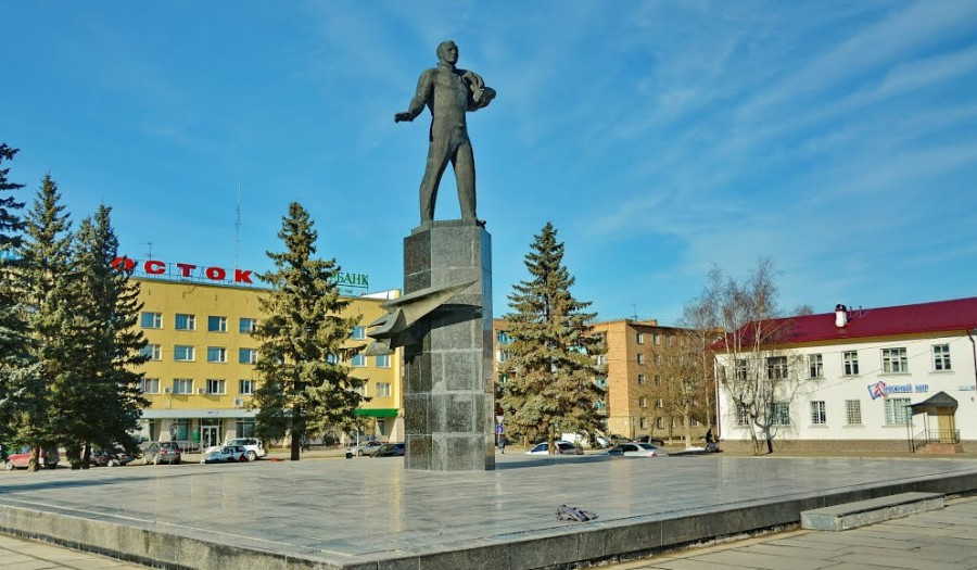 A Statue in the City Gagarin